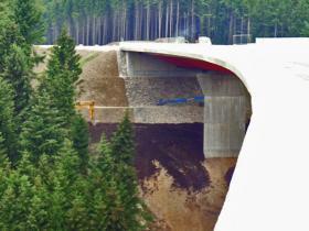 Eine Brückenbaustelle.
