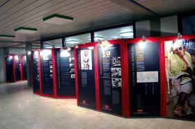 Ausstellung in der Pausenhalle der KAS über Lepra