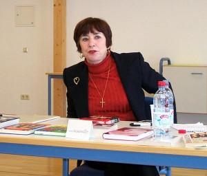 Frau Hassenmüller in der Bibliothek