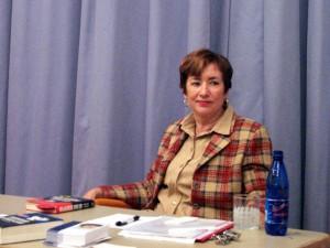 Frau Hassenmüller in der Aula der KAS