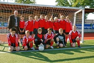 Das Team der Jungen WK III in Gerlingen auf der Sportanlage, 2007