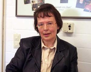 Marianne Kurz in der Pause im Besprechungszimmer