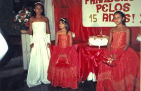 Marcela in ihrem weißen Kleid