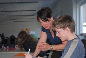 Frau Steenfatt bei der Schreibwerkstatt mit den Neunern
