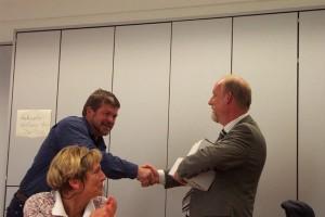 Werner Busse überreichte im Namen der Lehrer ein Präsent.