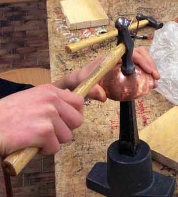 Kupfer Bearbeiten Schler Bringen Eine Kupferscheibe In